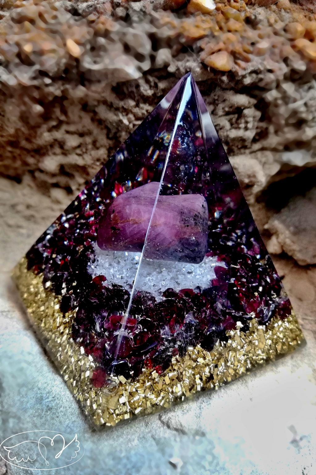 Orgonitová pyramida - vášeň života a láska s Rubínem