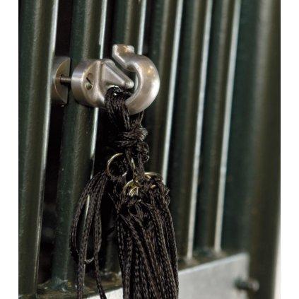 Držák na mříže v boxu