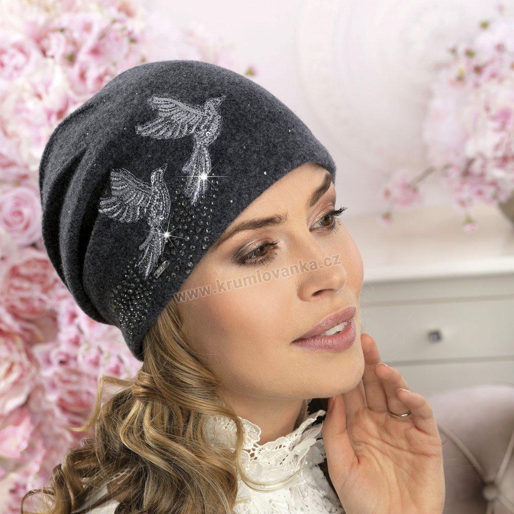 Dámská vlněná čepice s výšivkou