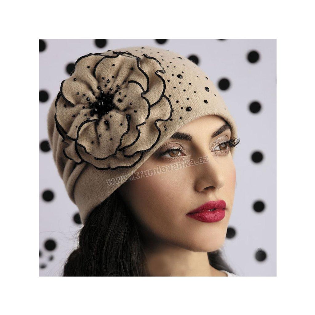 Dámská vlněná čepice s velkým květem