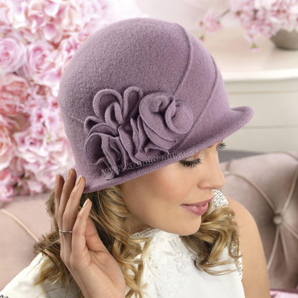 Dámský vlněný klobouček s aplikací