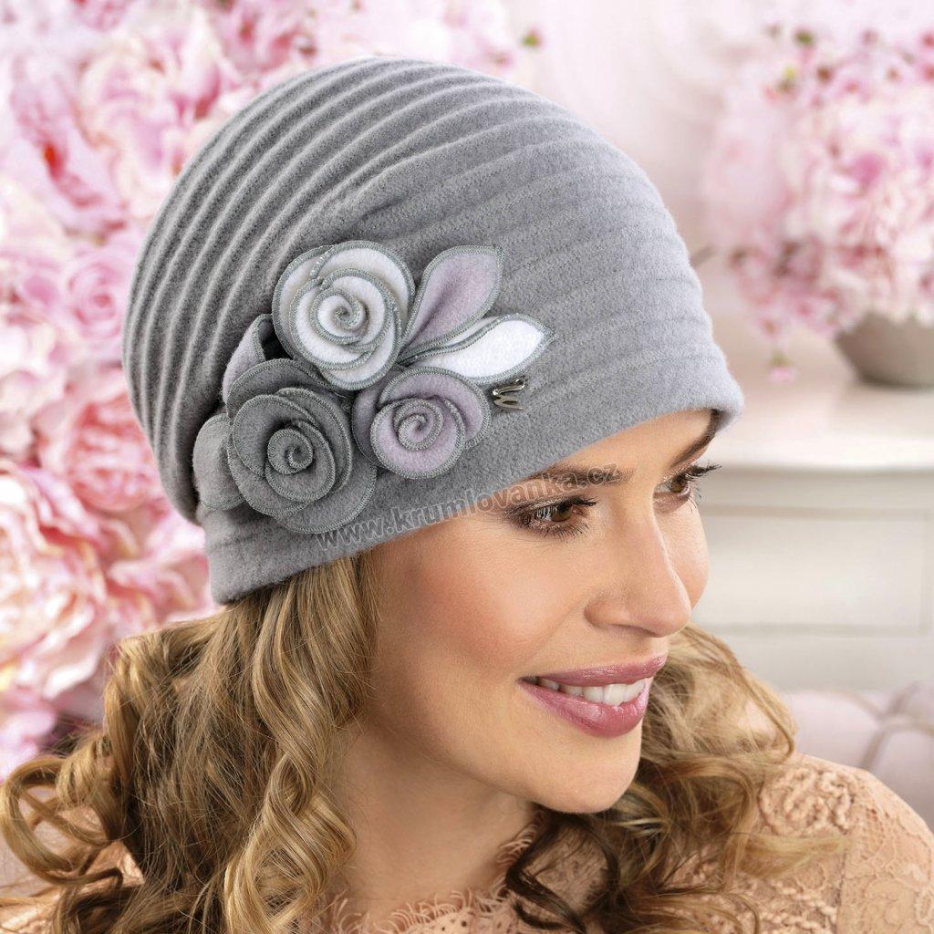 dámská čepice vlněná s květy růží