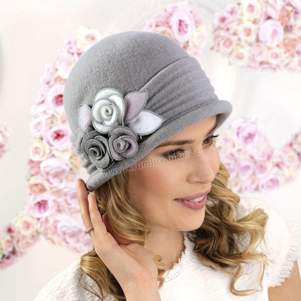 Dámská vlněná čepice s aplikací růží