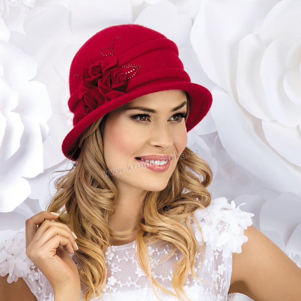 Dámský vlněný klobouk s aplikací květu