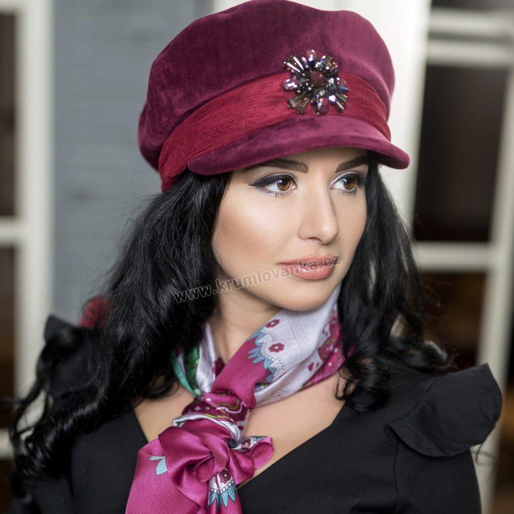 Dámská čepice velur s hvězdou z bižuterie a síťkou2