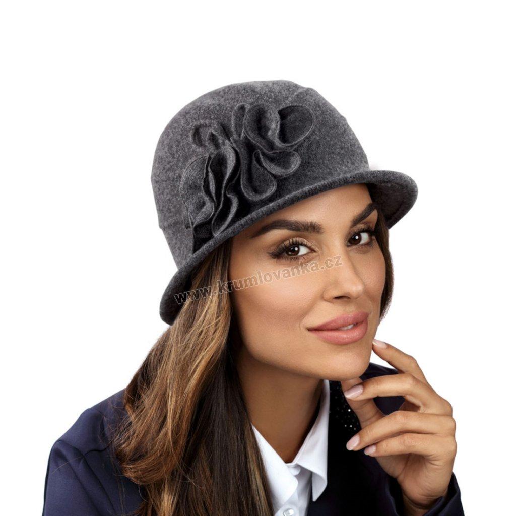 Dámský vlněný klobouk OLI s kvítky a pružným potním páskem