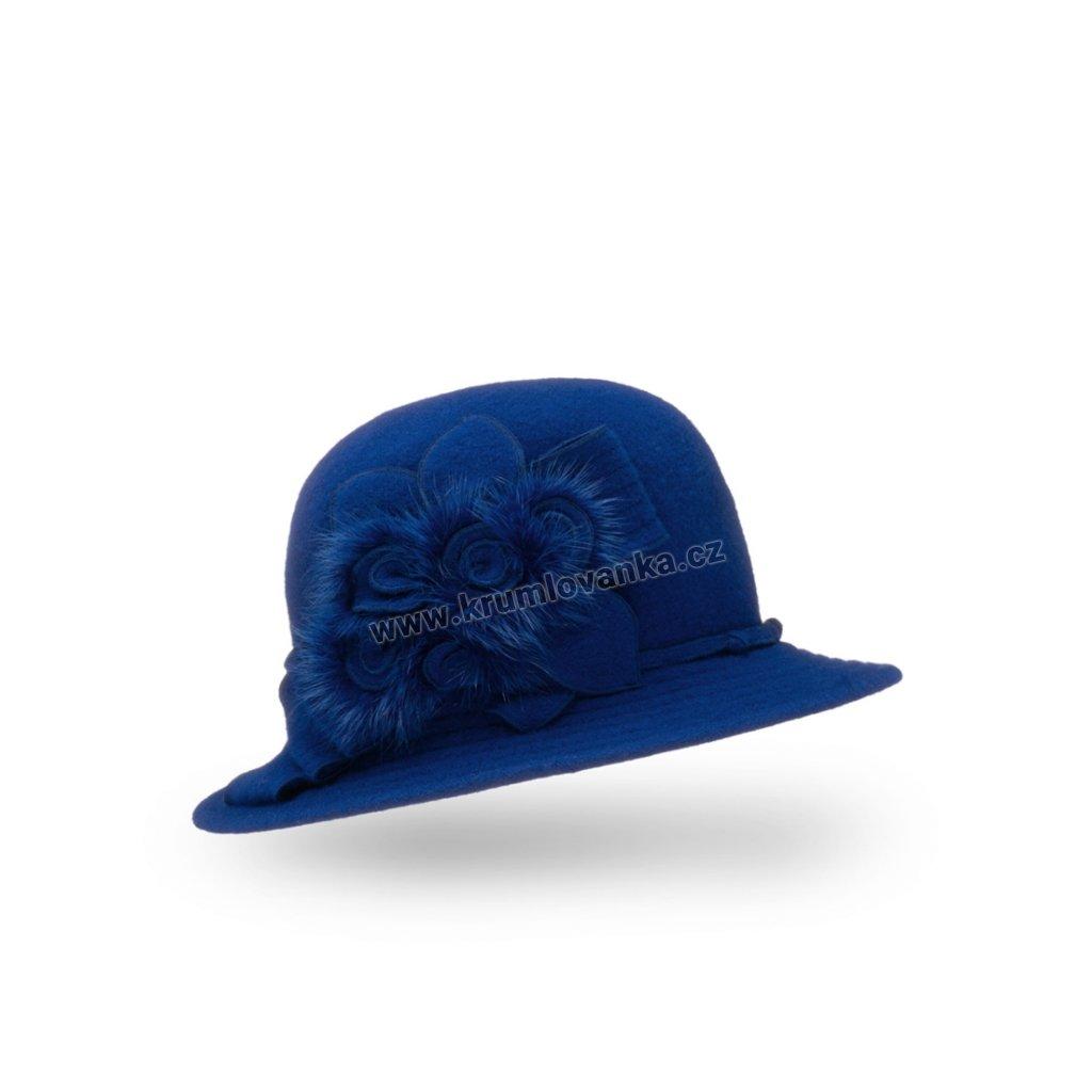 Dámský vlněný klobouk s kvítky zdobenými srstí modrý