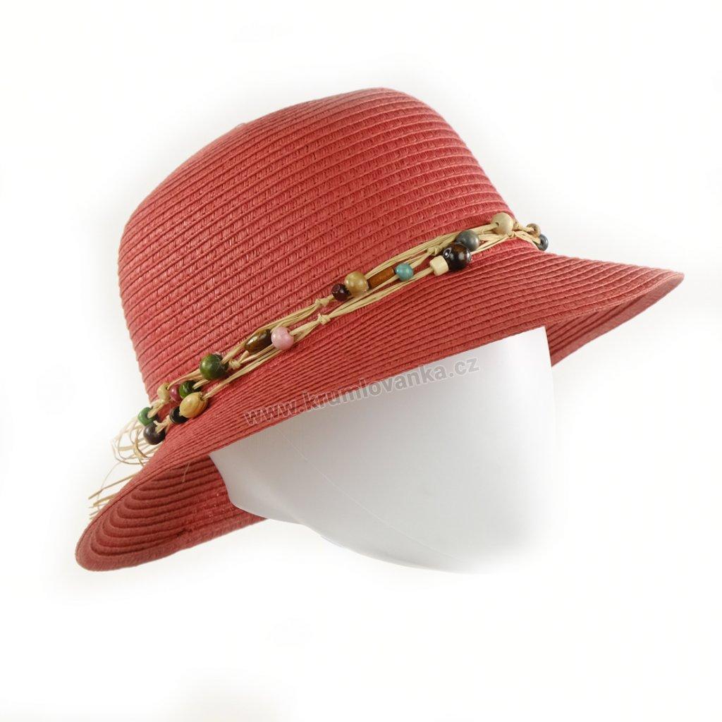 Slaměný dámský klobouk zdobený barevnými korálky natural