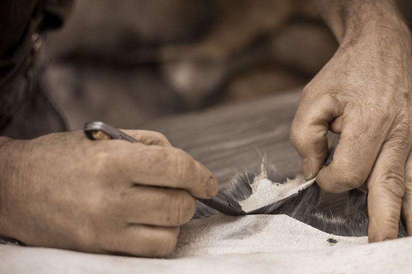 Jaké jsou přednosti ruční výroby koženého zboží?