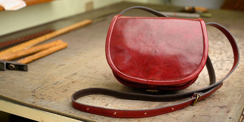 Jak vybrat tu správnou koženou kabelku podle typu postavy?