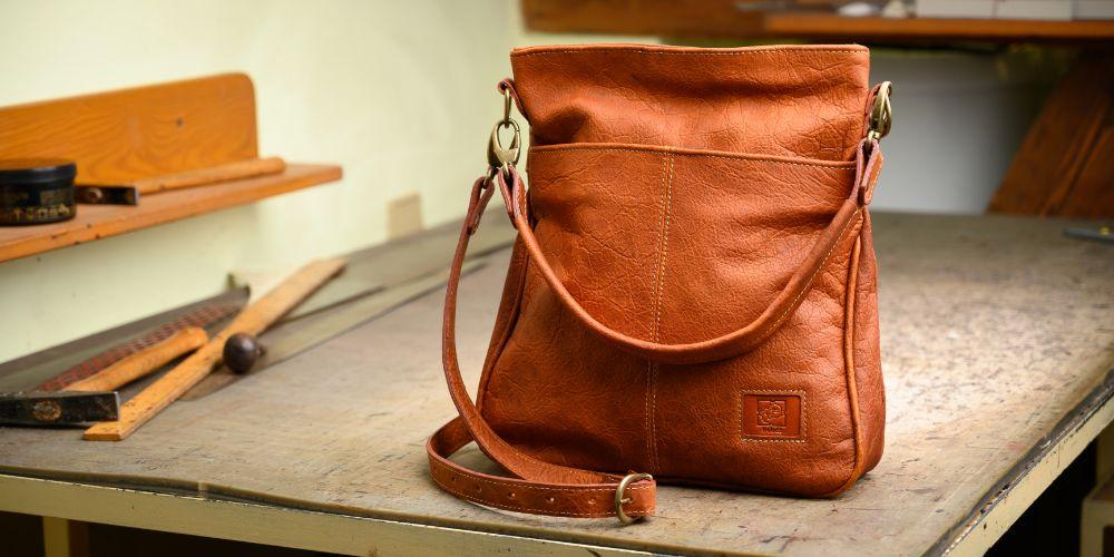 Jak vybrat tu správnou koženou kabelku do práce?
