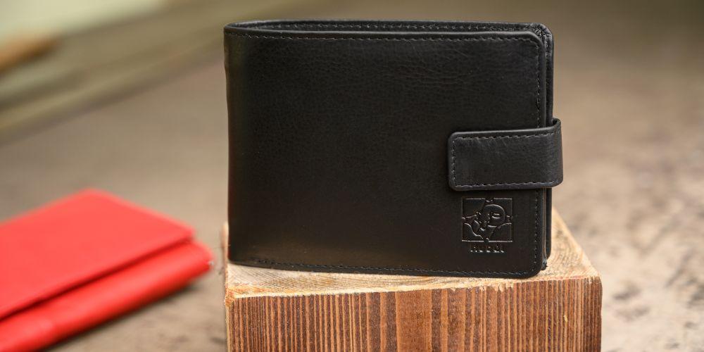 Jak správně vyčistit koženou peněženku?