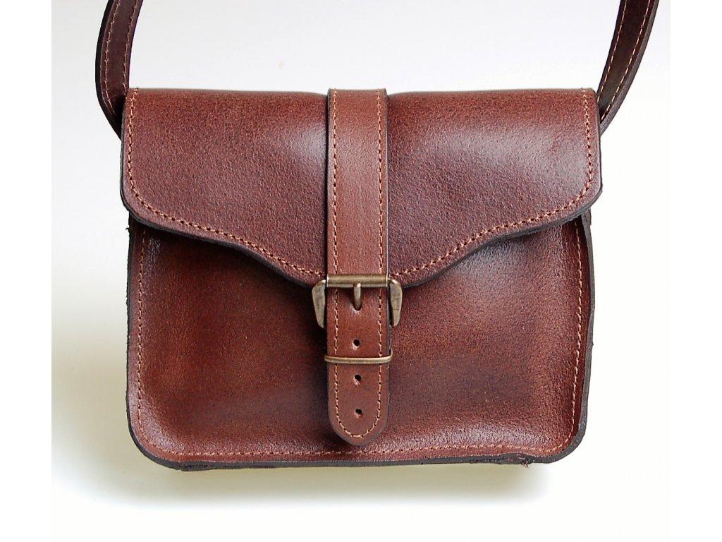 menší hnědá kožená kabelka dámská crossbody český výrobek Kubát 10732 (2)