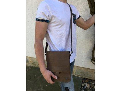 """hnědá kožená pánská brašna taška přes rameno na iPad 10"""" český výrobek Kubát 580332"""