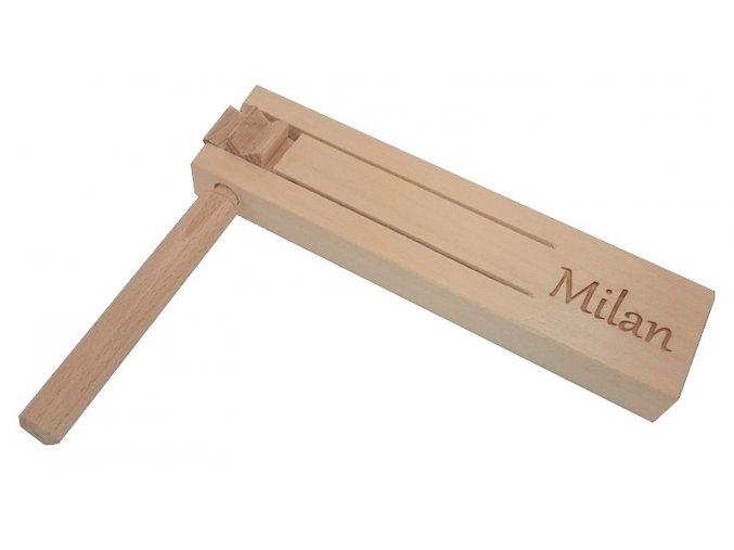 Řehtačka dřevěná malá s vlastním nápisem Kučerňák