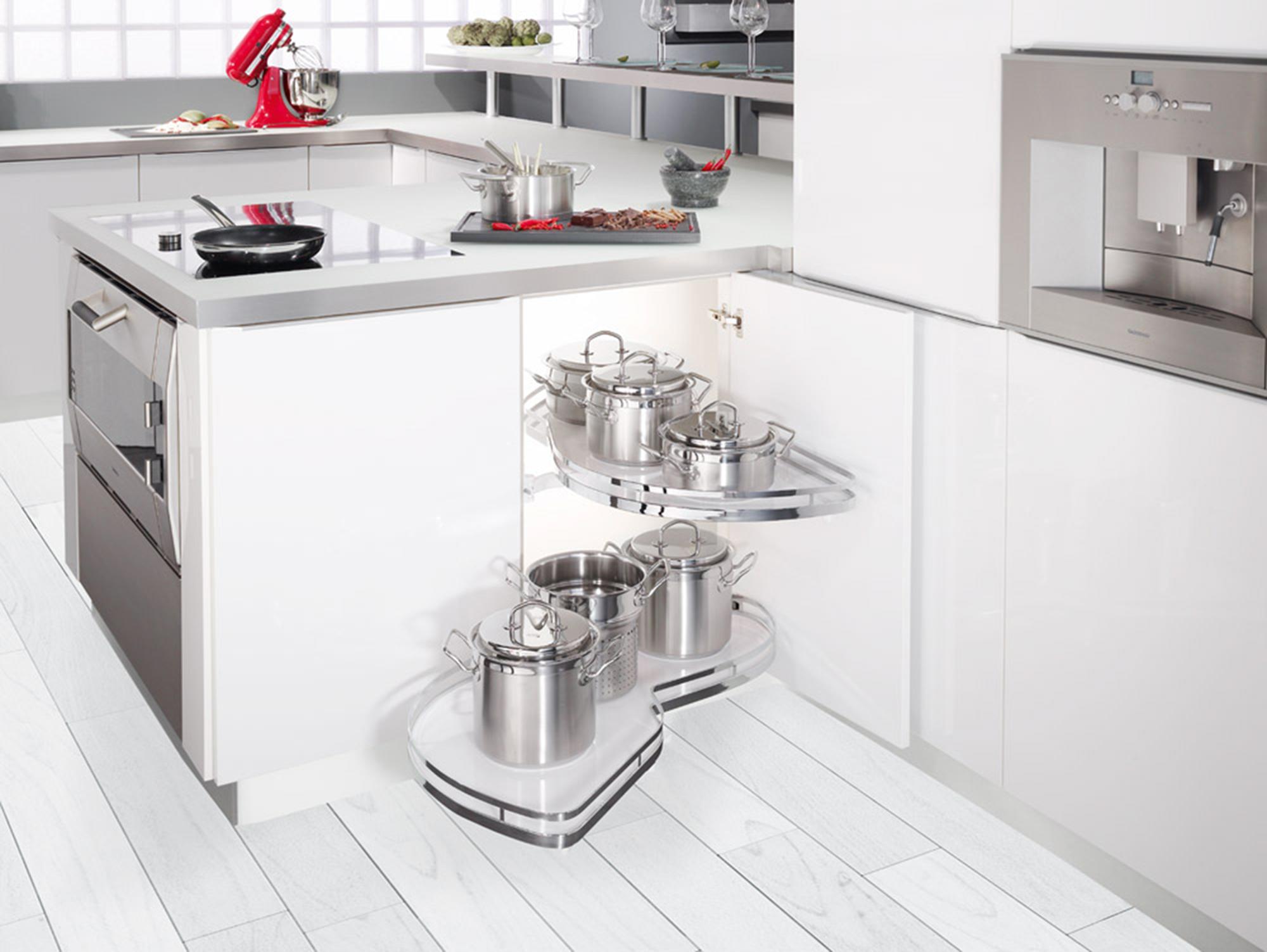 výsuvný kuchyňský regál