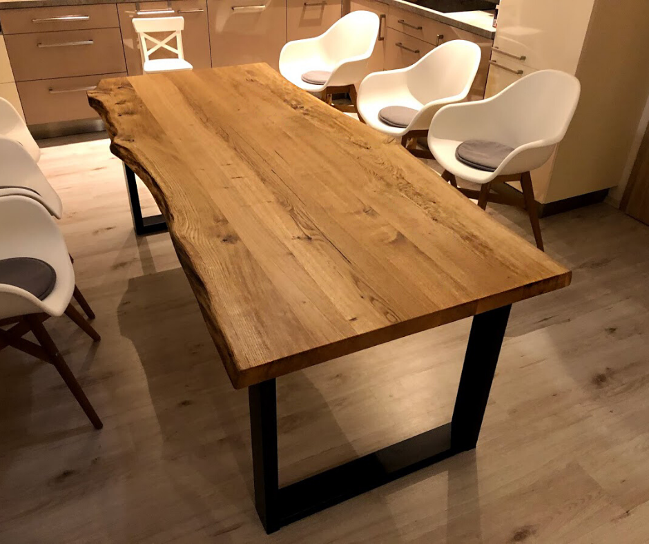 Stůl s výraznou kresbou pro zákazníka z Plzně
