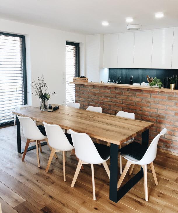 Masivní jídelní stůl s ocelovými nohami 220x95 cm