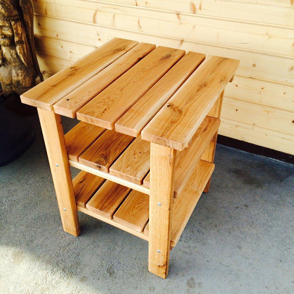 Přírodní odkládací stolek