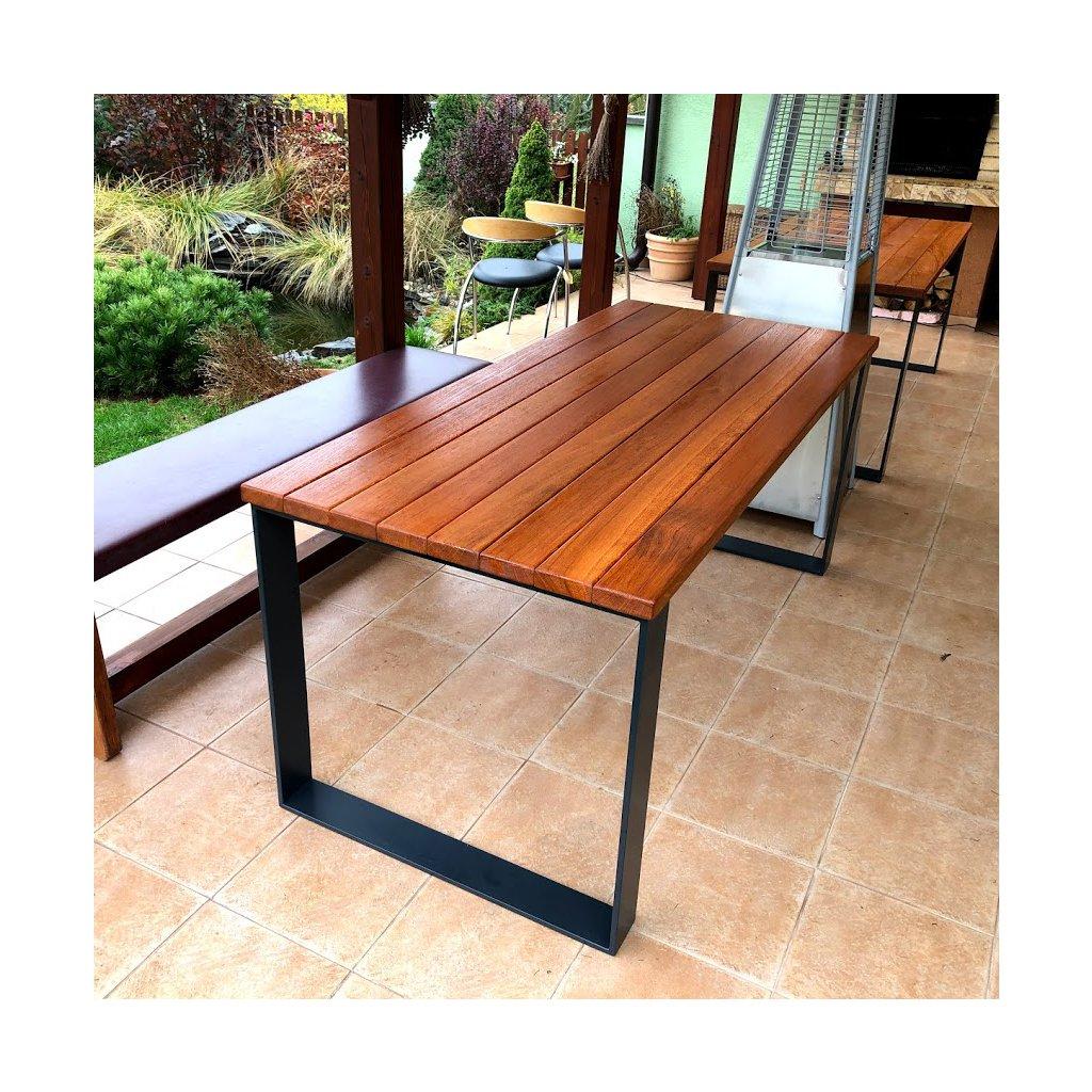 Zahradní stůl v designovém provedení