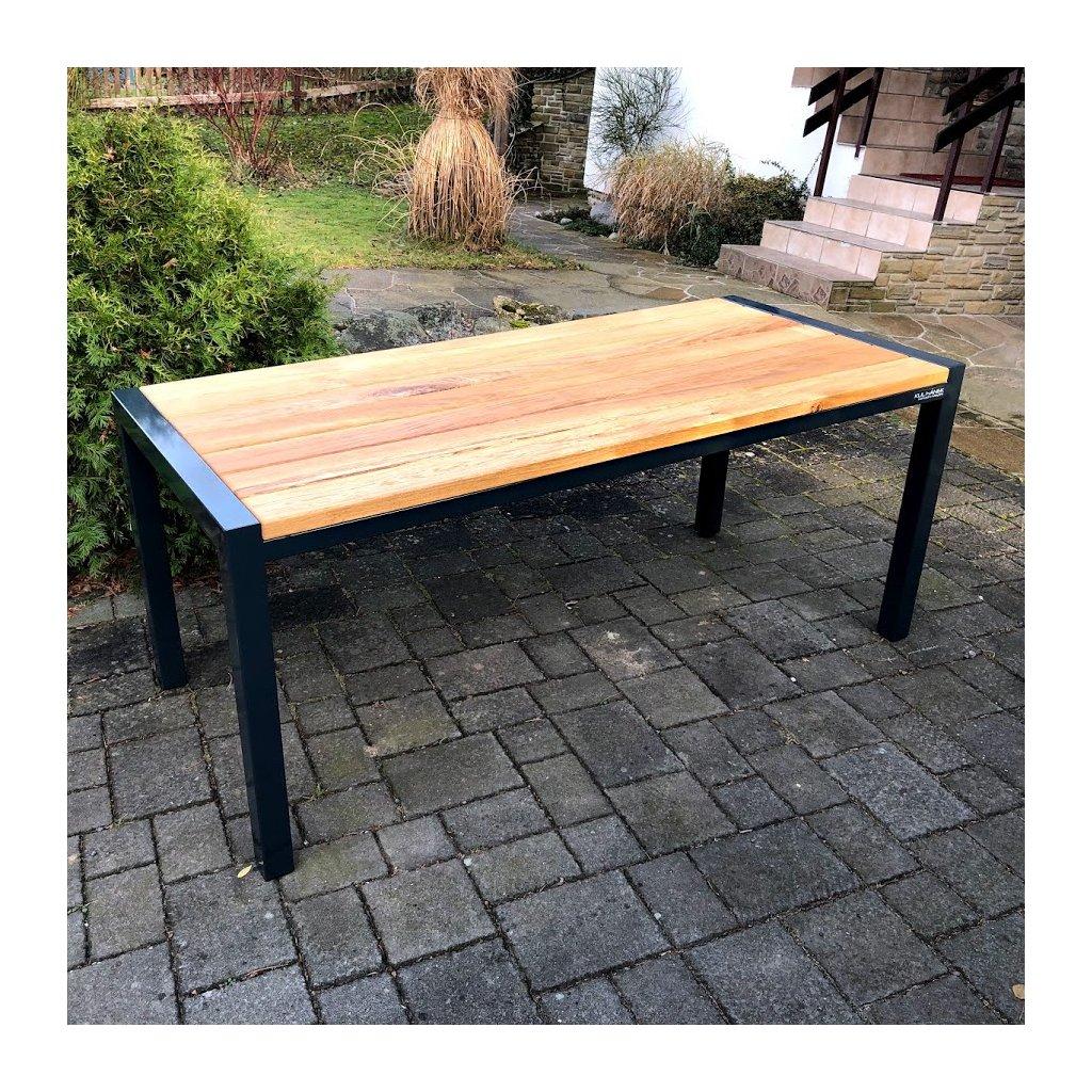 Dubový stůl s ocelovou podnoží