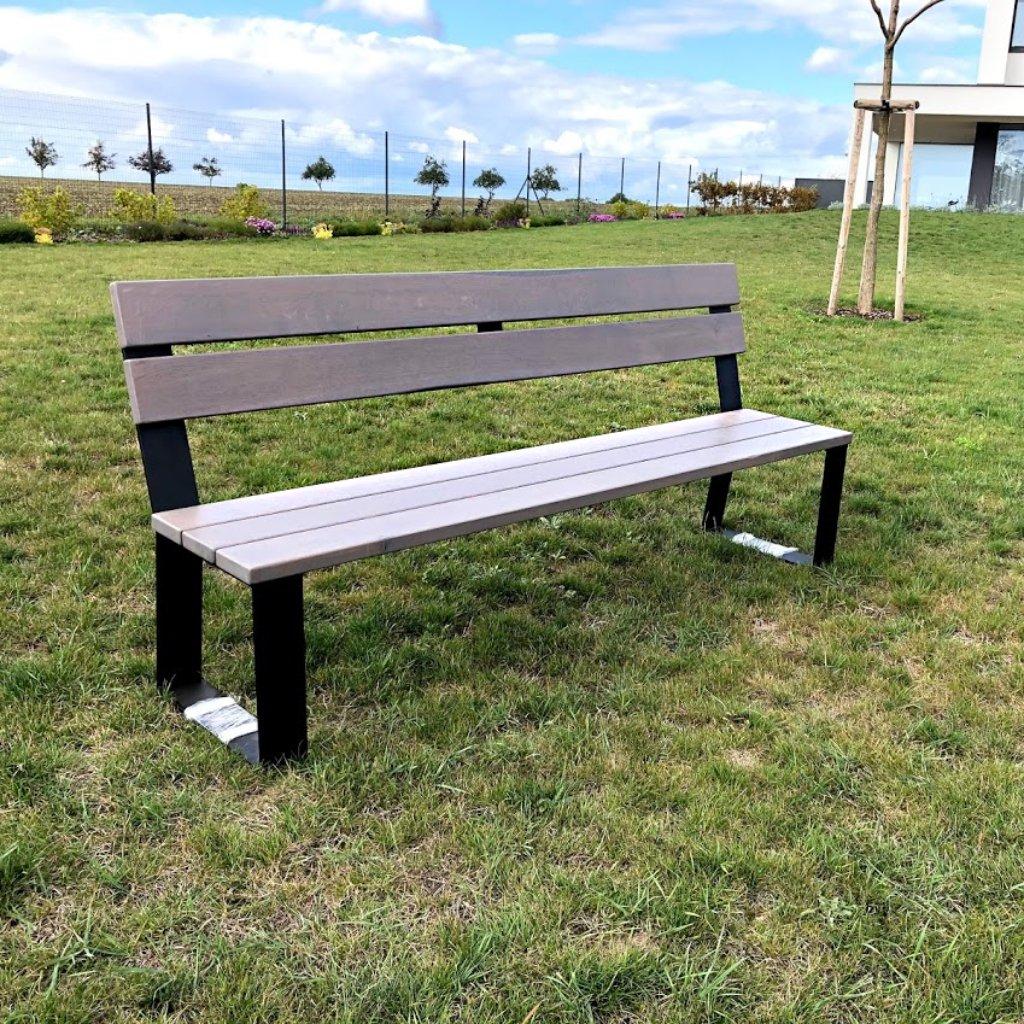 Moderní zahradní lavice