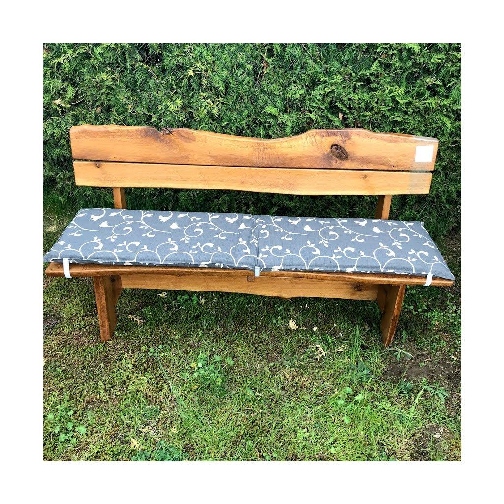 Sedák na lavici