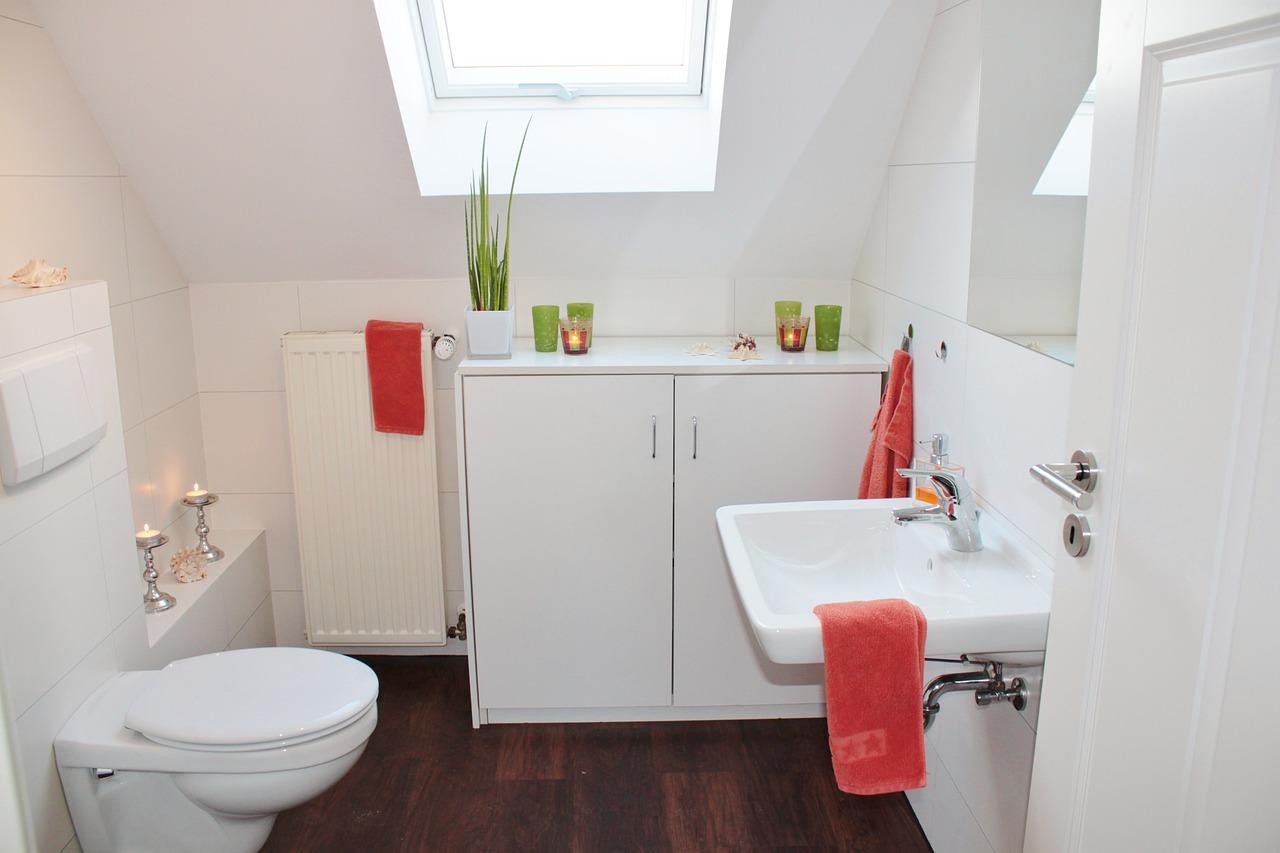 Správne doplnky urobia vašu kúpeľňu praktickou a štýlovou