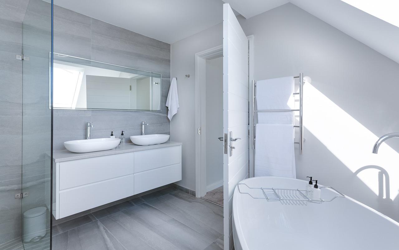 Pekná a moderná kúpeľňa: vyberte si zariadenie od jedného výrobcu