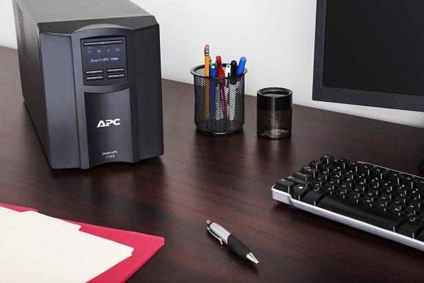 APC Smart-UPS 3000VA LCD 230V with SC, SMT3000IC