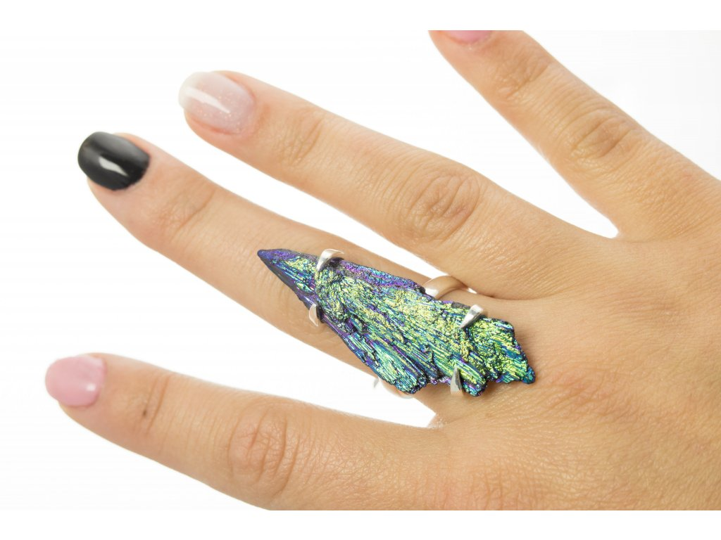 Stříbrný prsten s dobarveným kyanitem vel. 58