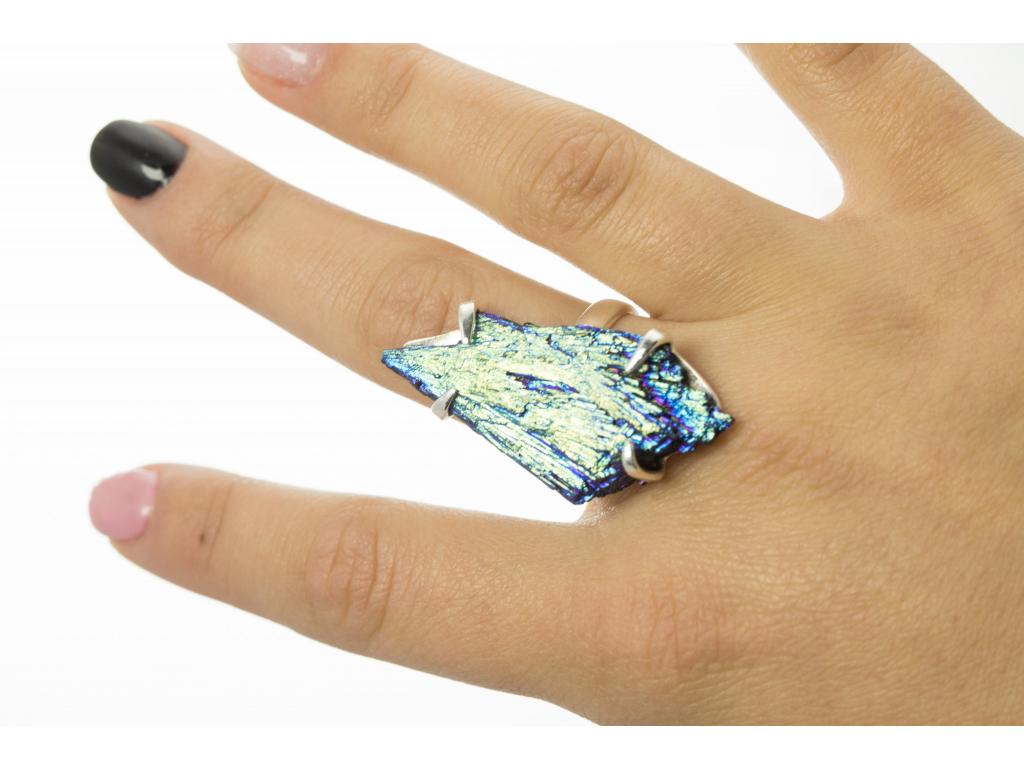 Stříbrný prsten s dobarveným kyanitem vel. 59