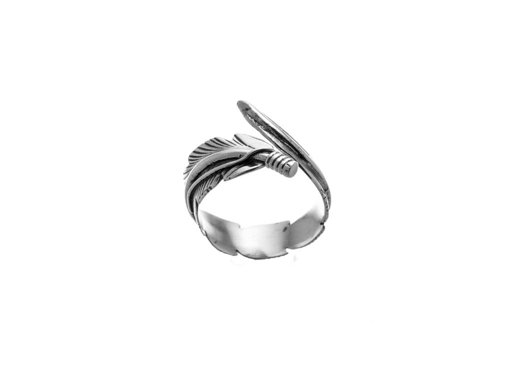 Stříbrný prsten obtočený list