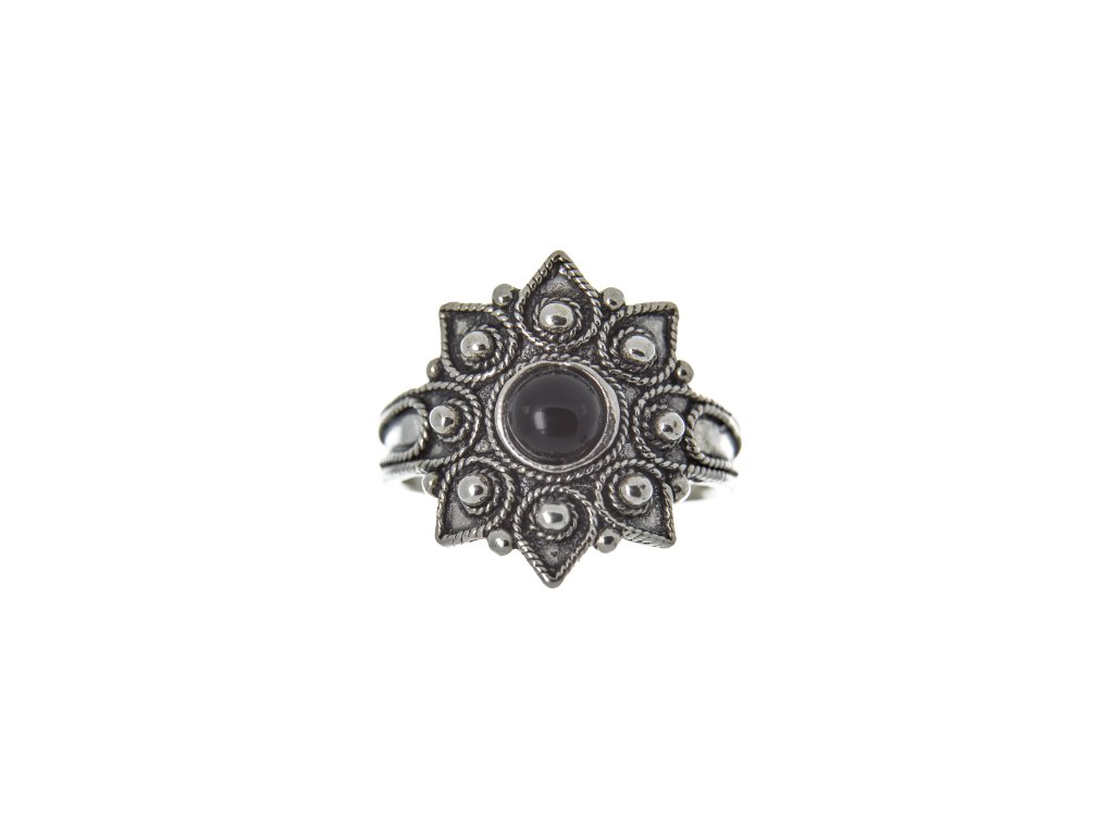 Stříbrný prsten Istedu, 17 x 17mm