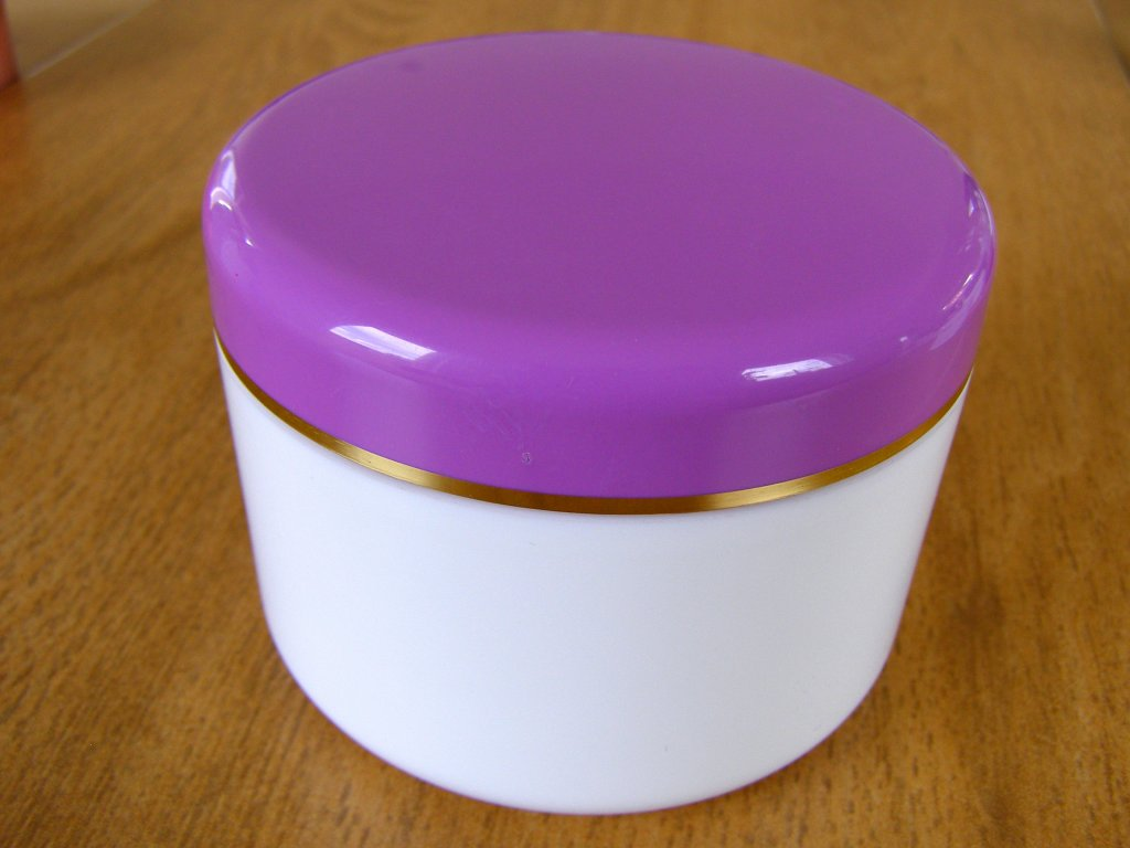 Kosmetická doza 150 ml, bílá, fialové víčko, zlatý proužek