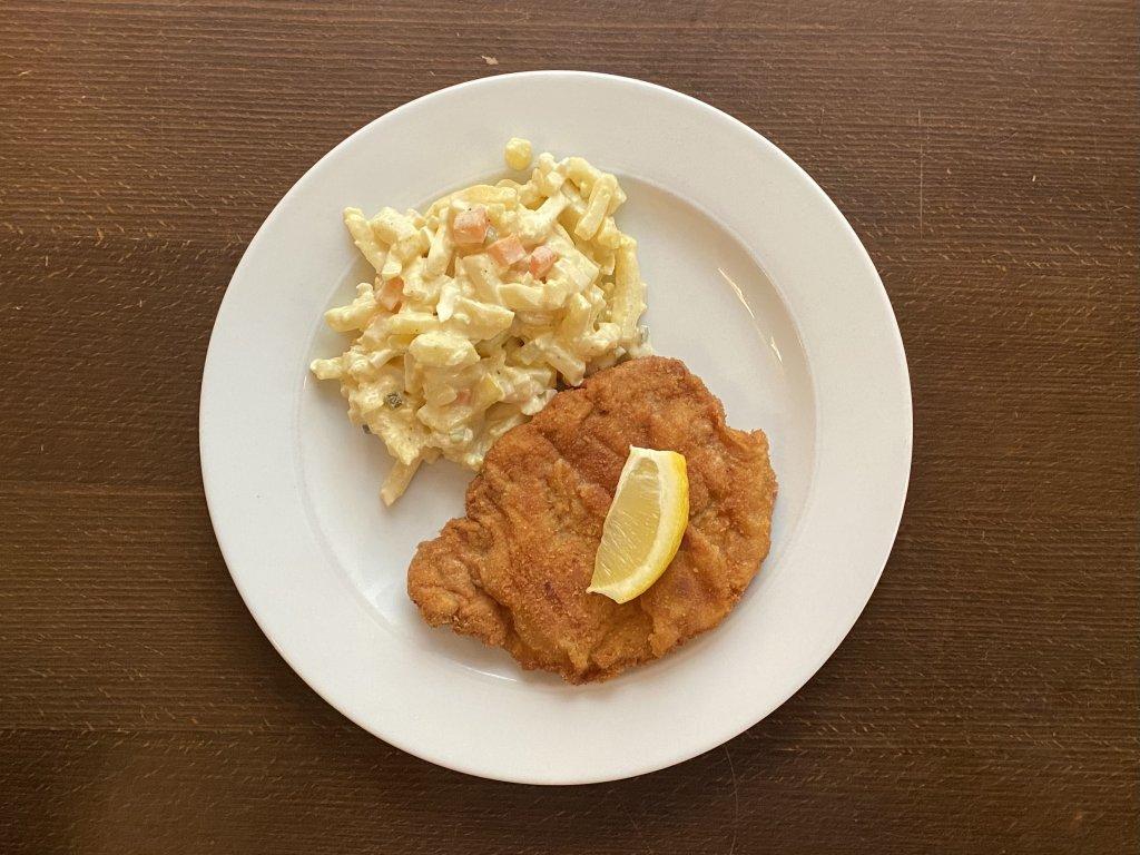 rizek-z-veprove-kotlety-smazeny-na-masle-180g-bramborovy-salat-lokal-u-bile-kuzelky