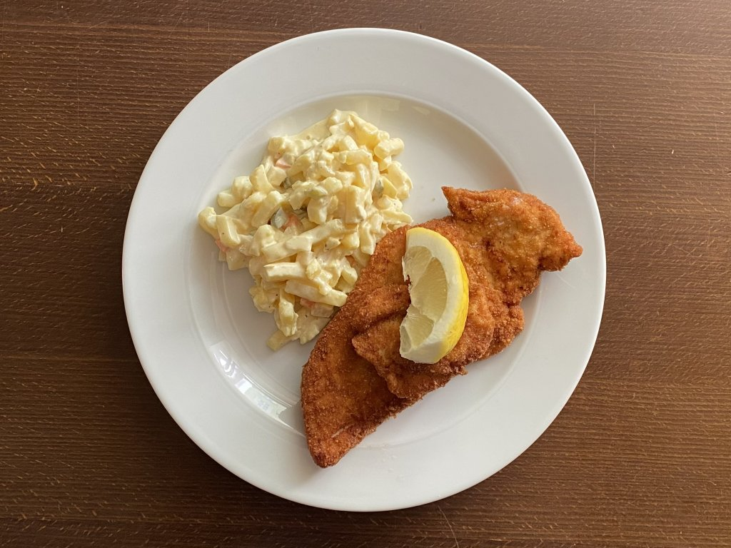 rizek-z-kurecich-prsou-smazeny-na-masle-180-g-bramborovy-salat-lokal-u-bile-kuzelky
