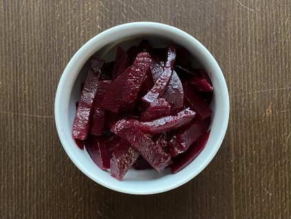 salat-z-cervene-repy-lokal-u-bile-kuzelky