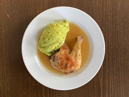 pecene-kureci-stehno-350-g-stouchane-brambory-s-medvedim-cesnekem-lokal-u-bile-kuzelky