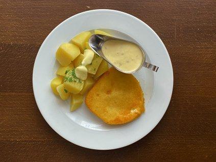 smazeny-syr-vyzraly-sest-tydnu-s-nasi-tatarskou-omackou-150g-brambory-varene-m-m-lokal-u-bile-kuzelky