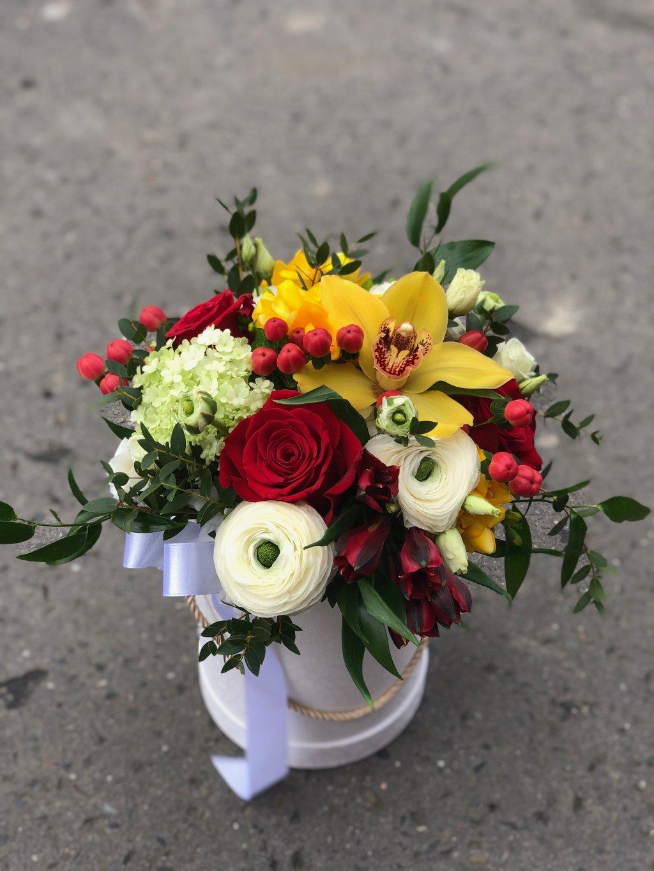 Mix květin v krabičce L
