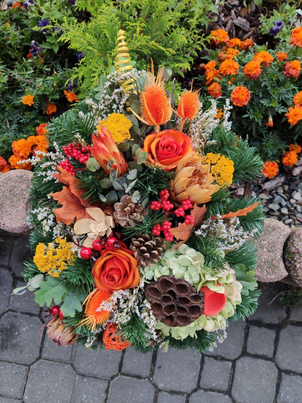 Vypichovaná kytice - umělá dušičková dekorace
