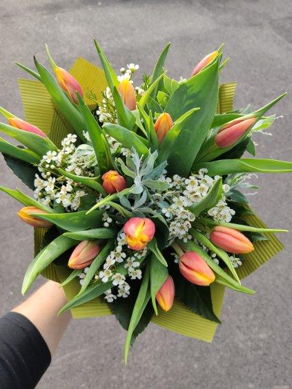 10 tulipánů s přízdobou