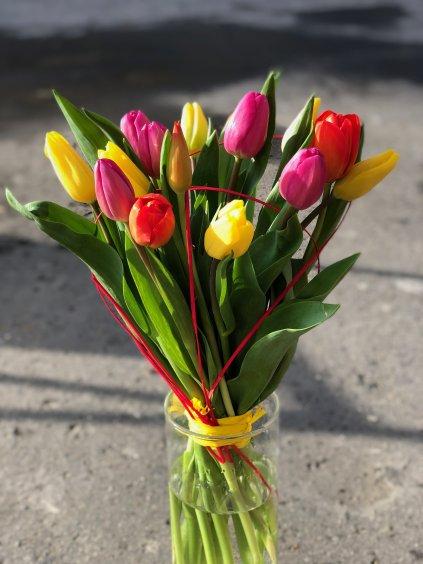 Kytice tulipánů s přízdobou