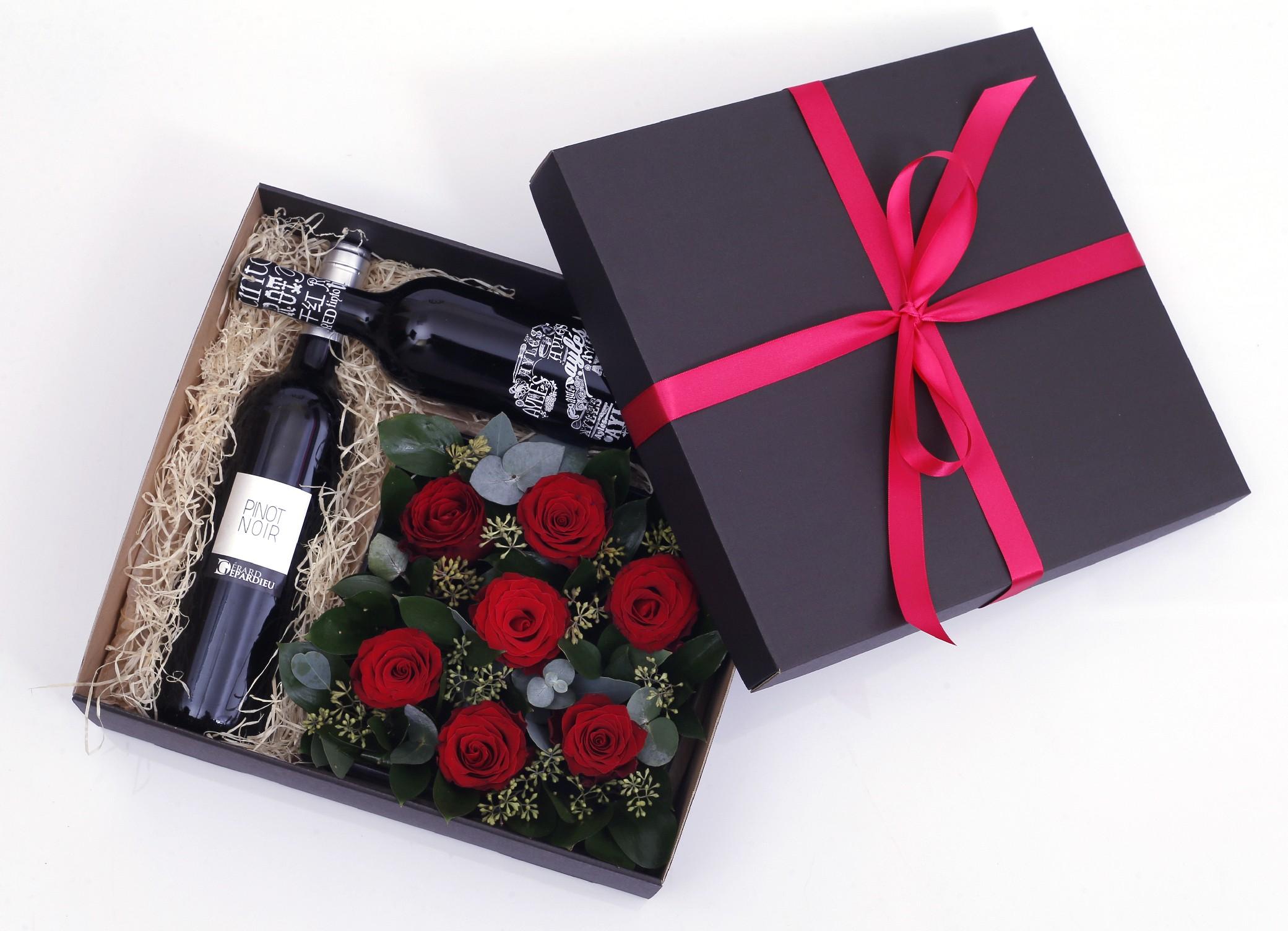 květiny Botanika Květinová krabice s rudými růžemi v dárkové kazetě