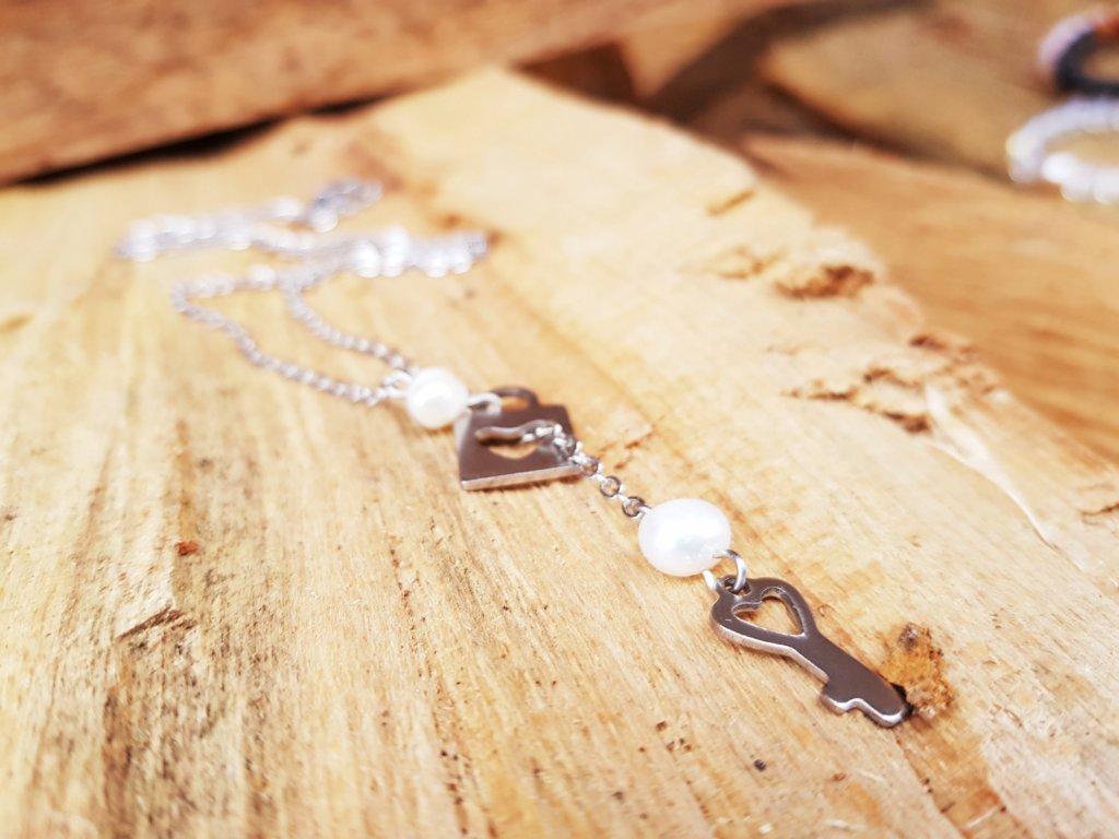 Zamilovaná Náhrdelník (chirurgická ocel, perly)1