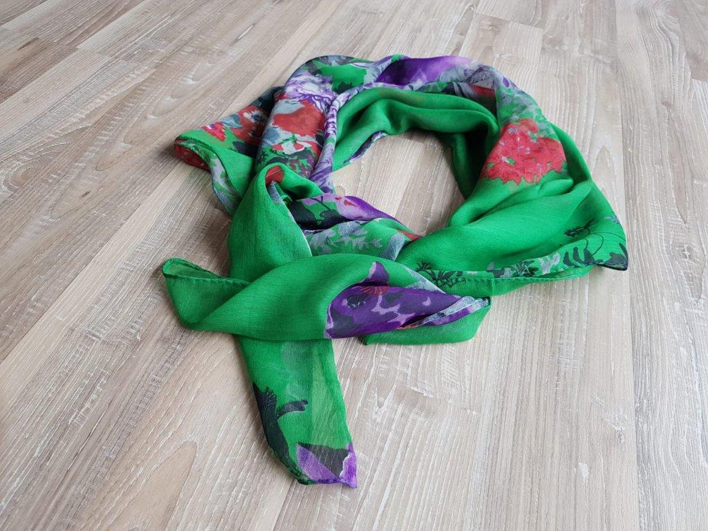Jemný šátek s květinami1