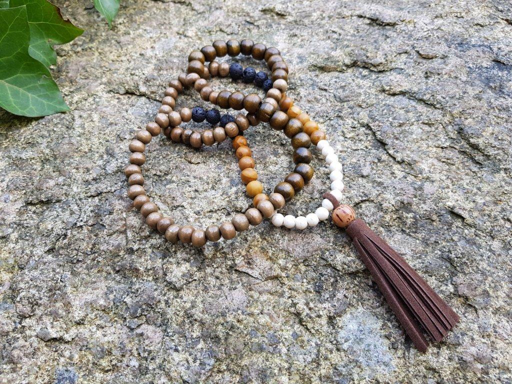 Mala náhrdelník (dřevo, minerály, kůže)1