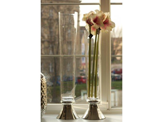 Váza se stříbrným podstavcem