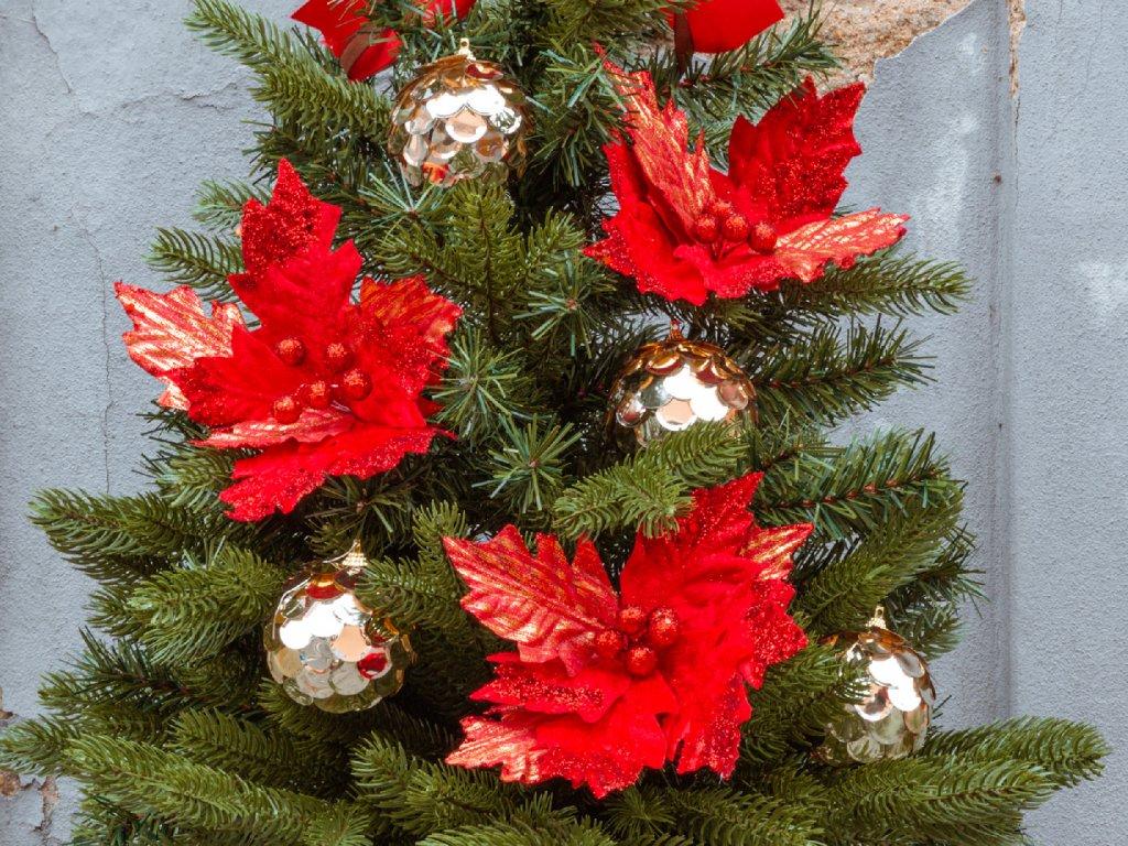Vánoční stromek ozdobený VÁNOČNÍ HVĚZDA 75 cm